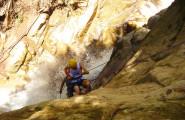 rappel-turistas-en-catarata-xplorer-landscape