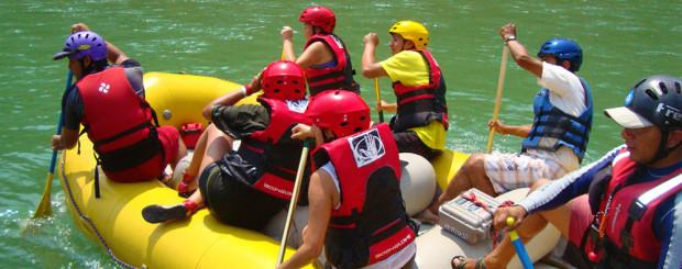 turistas-practicando-canotaje-en-el-rio-chanchamayo
