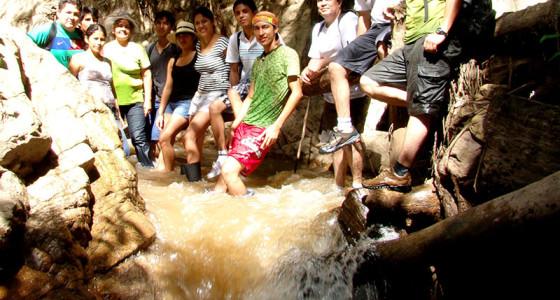 descansando-en-los-troncos-del-riachuelo-selva-central