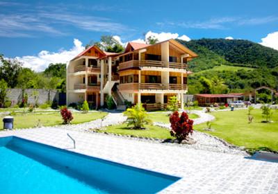 vista-interna-y-piscina-monte-prado-hotel-chanchamayo